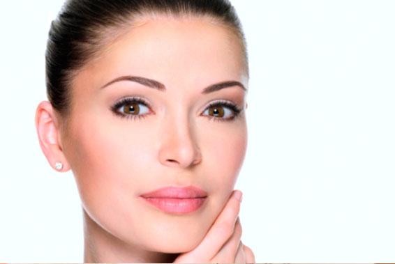tratamiento de rejuvenecimiento facial con botox y acido hialuronico